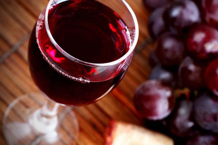 Crno vino protiv ešerihije